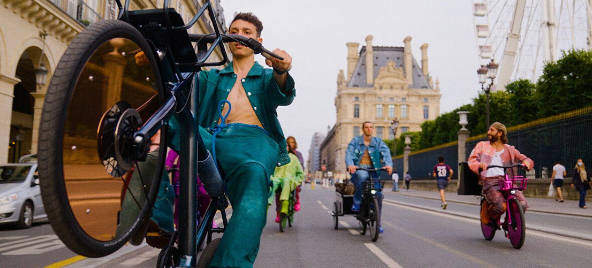 Freedom Fields : comment la collection de Pigalle, inspirée de VanMoof, a pris d'assaut les Parisiens à la Fashion Week de Paris