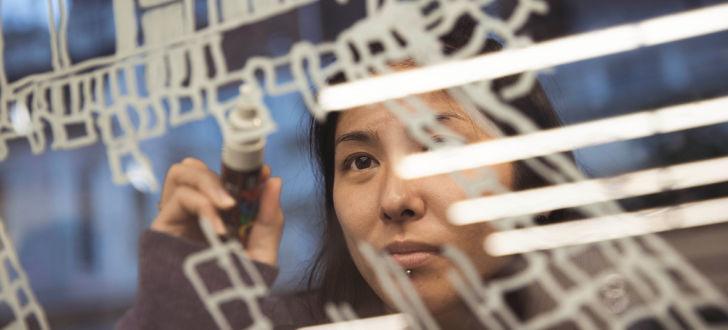 Mariya Suzuki: 未来の都市を描いて…